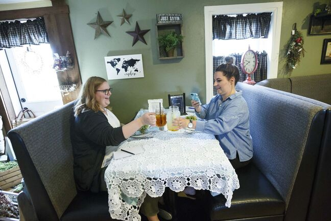 The Ole&rsquo; Farmhouse Caf&#233; in Rosenort, where reporter Erin Lebar and columnist Jen Zoratti made a stop on Day 2 of their road trip visiting popular food stops in rural Manitoba. (Mike Deal / Free Press files)</p></p>