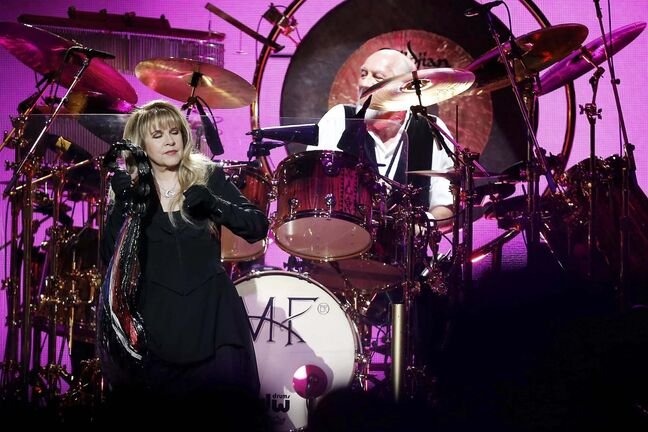 Fleetwood Mac makes its return to Winnipeg on Thursday, this time without guitarist Lindsey Buckingham. (John Woods / Winnipeg Free Press files)