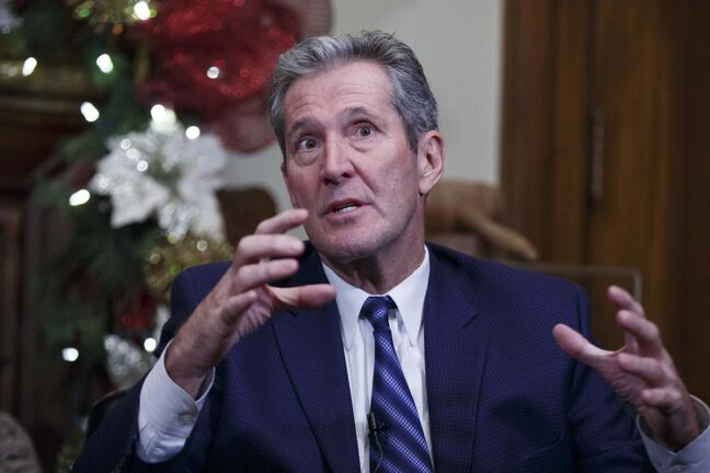 MIKE DEAL / WINNIPEG FREE PRESS</p><p>Manitoba Premier Brian Pallister during a year-end press conference in his office at the Manitoba Legislative building, Tuesday.</p>