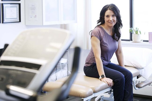 Physiotherapist Denise Dreikluft helps cancer patients regain strength and work on balance at PhysioCARE+, her Winnipeg clinic. (John Woods / Winnipeg Free Press)