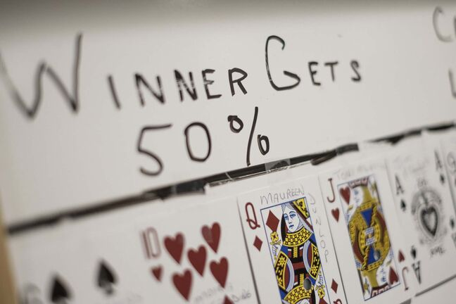 There's one card left in the Chase the Ace game at the Whitemouth Hotel. The pot is more than $230,000. (Daniel Crump / Winnipeg Free Press files)</p>