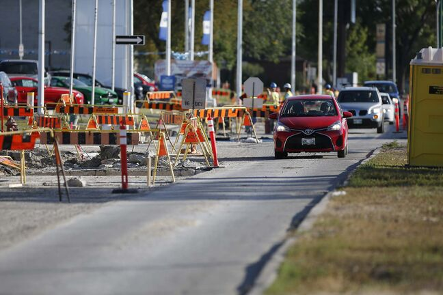 The new standards should allow concrete construction to last 25 per cent longer and add 15 per cent to the lifespan of asphalt. (John Woods / Winnipeg Free Press files)