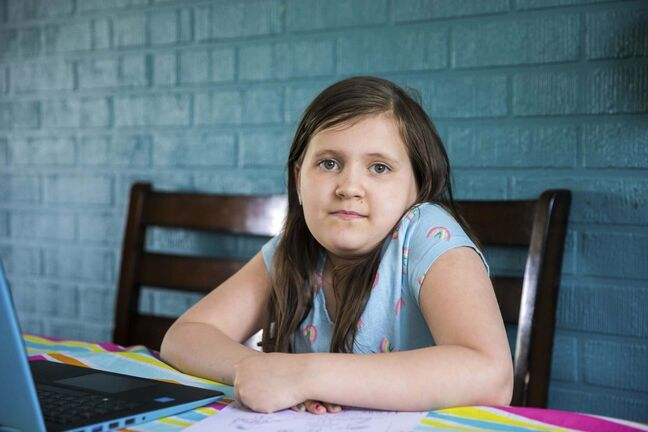 Leah Romain, 7, is missing her Grade 2 classmates while she completes her school year at home. (Mikaela MacKenzie / Winnipeg Free Press)
