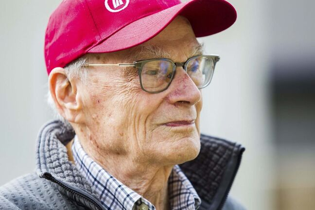 Winnipeg arts lover Douglas MacEwan, 96, is walking one kilometre every day for 96 days.</p>