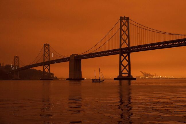 Smoke from western wildfires turns the San Francisco skyline orange. (Philip Pacheco / Getty Images)