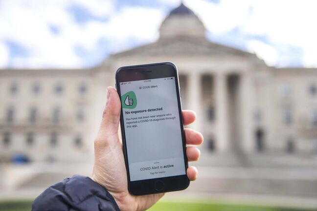 MIKAELA MACKENZIE / WINNIPEG FREE PRESS The Canada COVID alert app at the Manitoba Legislative Building in Winnipeg on Thursday, Oct. 1, 2020. Winnipeg Free Press 2020</p>