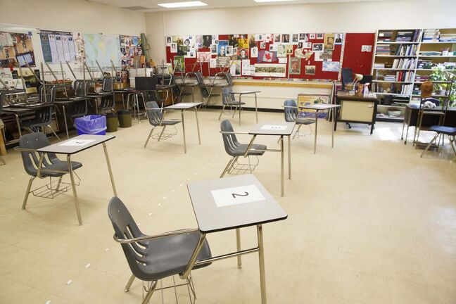 MIKE DEAL / WINNIPEG FREE PRESS FILES</p><p>New classroom distancing requirements take effect on Monday.</p>