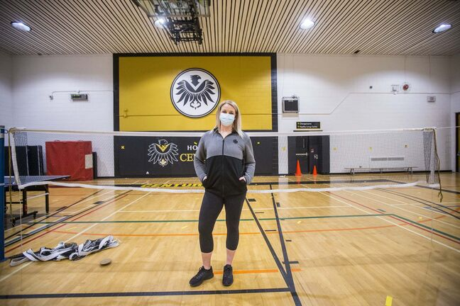 Without phys-ed, Fort Richmond Collegiate's Deondra Twerdun-Peters questions how teenagers will meet national 24-hour movement guidelines. (Mikaela MacKenzie / Winnipeg Free Press)