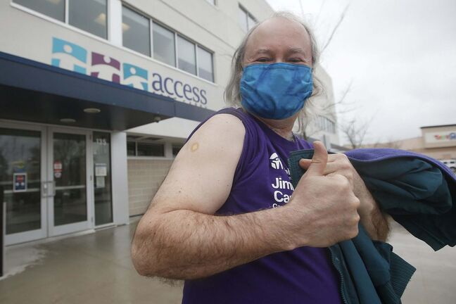 JOHN WOODS / WINNIPEG FREE PRESS</p><p>Winnipeg Free Press reporter Kevin Rollason is photographed after he received his first COVID-19 inoculation at the Access clinic in his area in Winnipeg Thursday, April 8, 2021.</p><p>Reporter: Rollason</p>