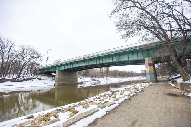 "MIKAELA MACKENZIE / WINNIPEG FREE PRESS</p></p><p>The Midtown Bridge, where a woman made ""calls for service"" to the Winnipeg Police Service, in Winnipeg on Thursday, April 15, 2021. For Dean story.Winnipeg Free Press 2020.</p>"