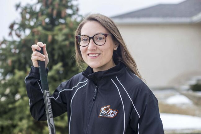 MIKAELA MACKENZIE / WINNIPEG FREE PRESS</p><p>Tess Houston, U15 Twins female hockey coach and ICU nurse, poses for a portrait at her home in Winnipeg on Tuesday, April 20, 2021. For Mike story.Winnipeg Free Press 2020.</p>