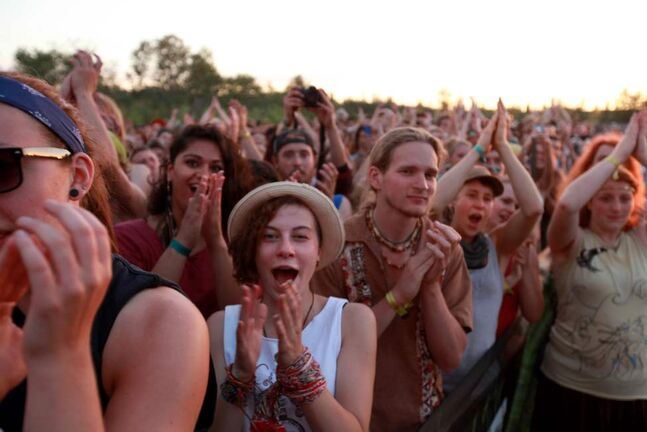 The crowd cheers on Feist  as she performs on the Main Stage at the 39th annual Winnipeg Folk Festival at Birds Hill Park Wednesday night  just before the sun set. Ruth Bonneville / Winnipeg Free Press