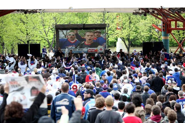 Hundreds of fans scream under the canopy at the Forks to celebrate the return of the NHL. (RUTH BONNEVILLE / WINNIPEG FREE PRESS)
