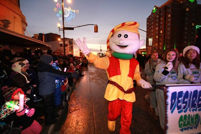 Floats, clowns, elves and entertainers make their way down Portage Ave. during the annual Santa Claus Parade Saturday evening. (Ruth Bonneville/Winnipeg Free Press)