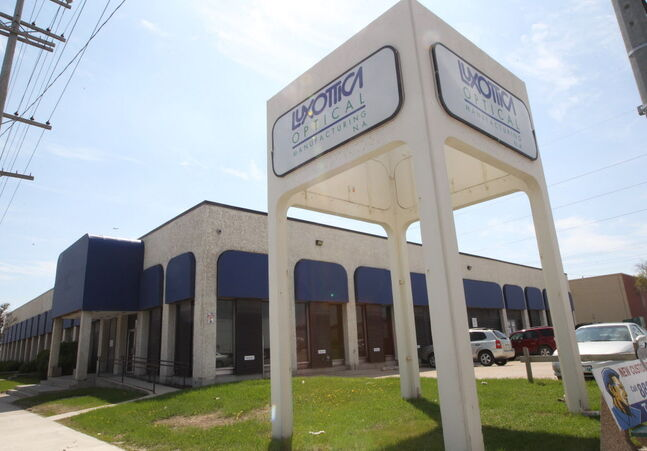 Eyeglass manufacturing giant Luxottica Optical Manufacturing is closing its Winnipeg plant.