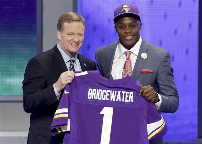 Louisville quarterback Teddy Bridgewater poses with NFL commissioner Roger Goodell after being selected by the Minnesota Vikings as the 32 pick in the first round of the 2014 NFL Draft, Thursday, May 8, 2014, in New York. (AP Photo/Frank Franklin II)