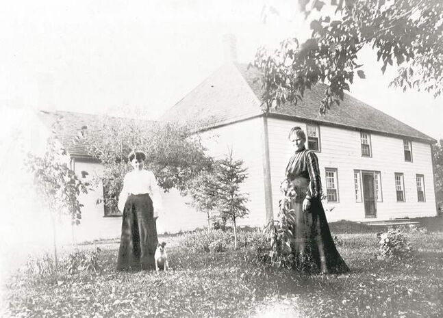 Campbell-Horner's grandmother Florence, left, and her great-great aunt Janet ...