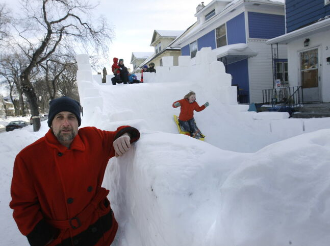 Home Street resident David Neyedli built a huge snow castle across two yards and dedicated it to neighbour Carla Stefansson, who died of cancer.