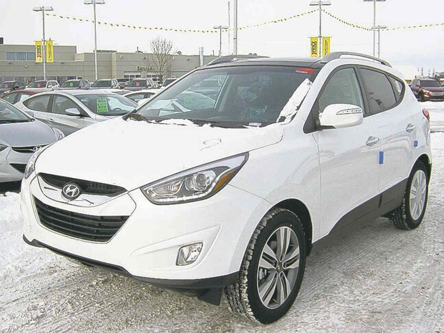 Highlights on the new 2014 Hyundai Tucson include LED daytime running lights and HID projector headlamps, as well as a choice of two engines.