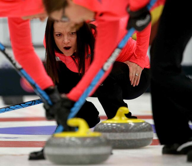 Kerri Einarson instructs her sweepers early in the final against team Chelsea Carey. (TREVOR HAGAN/WINNIPEG FREE PRESS)