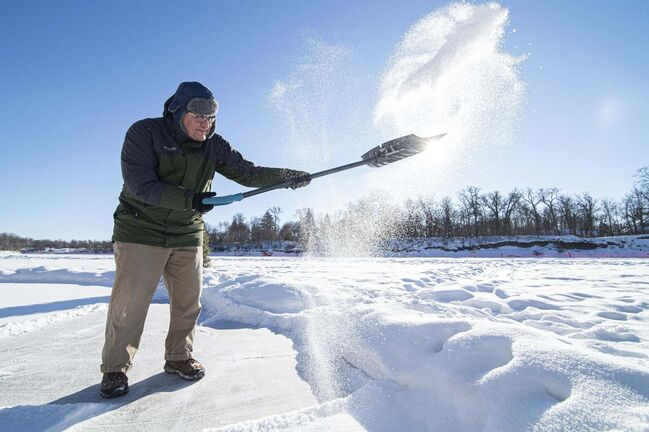 MIKE SUDOMA / WINNIPEG FREE PRESS</p><p>The snow flies as Peter Burgoyne does his part to keep the trail clean.</p>