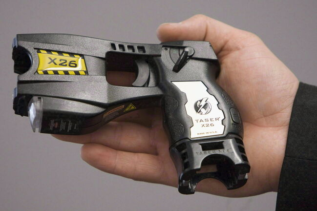 Internal use-of-force statistics show Manitoba officers deployed Tasers 154 times between 2017 and 2019, a period in which police firearm use steadily declined. (Jonathan Hayward / The Canadian Press files)