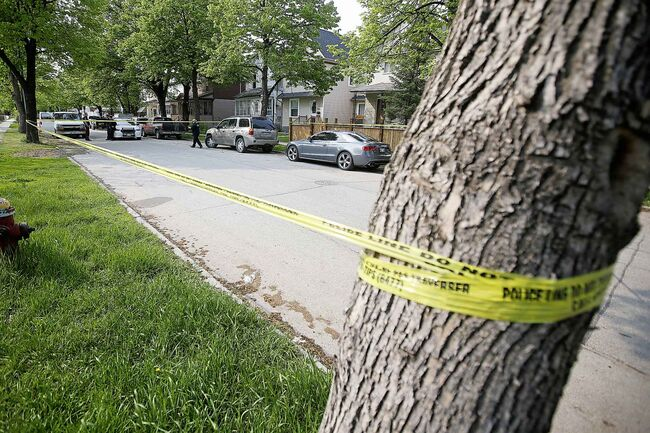 JOHN WOODS / WINNIPEG FREE PRESS  Police investigate on the 800 block of Winnipeg Ave Sunday, June 2, 2019. Around the corner at Arlington and Notre Dame they were also called to an assault which has now become a homicide.    Reporter: ?