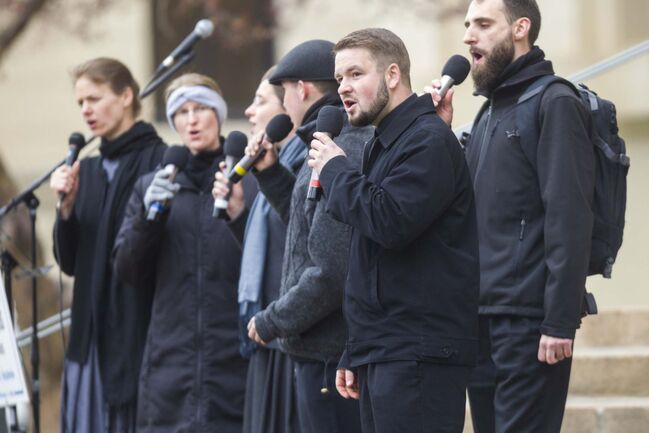 MIKAELA MACKENZIE / WINNIPEG FREE PRESS</p><p>Tobias Tissen sings with the Church of God choir at a protest supporting the seven churches fighting pandemic restrictions in court in front of the Law Courts in Winnipeg on Monday.</p>