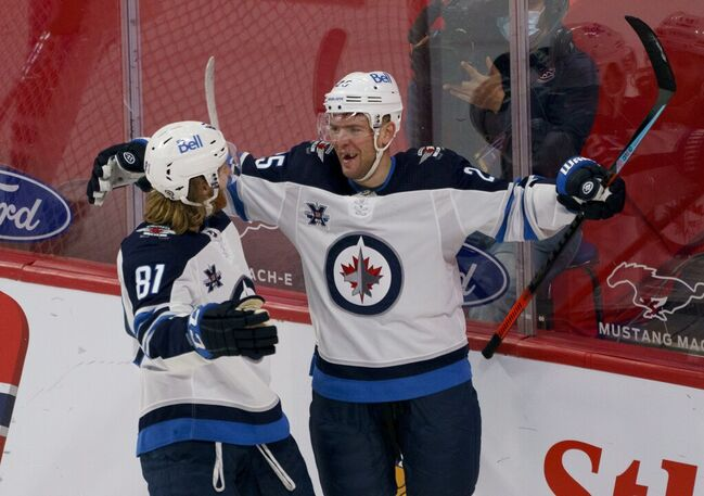 Winnipeg has re-signed Paul Stastny (right) for another season. (Paul Chiasson / The Canadian Press files)