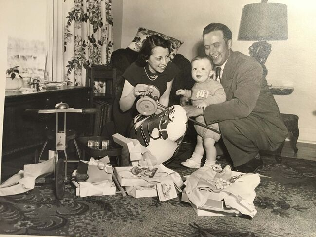 <p>Barry (centre) with his mother Marjorie and father Harry.</p></p>
