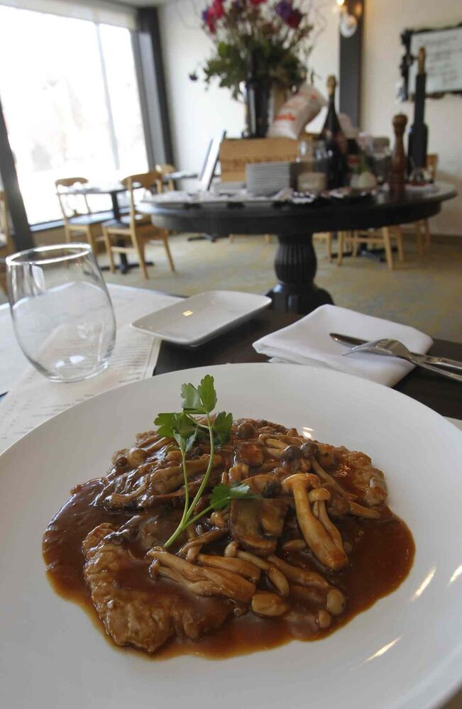 The Vitello Boscaiola at Tre Visi. (Wayne Glowacki / Winnipeg Free Press )