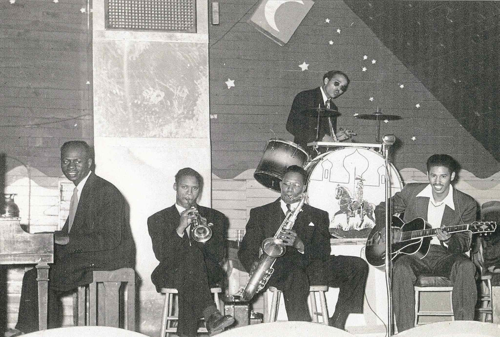 Photo Courtesy Manitoba Music Museum, Owen Clark Collection 