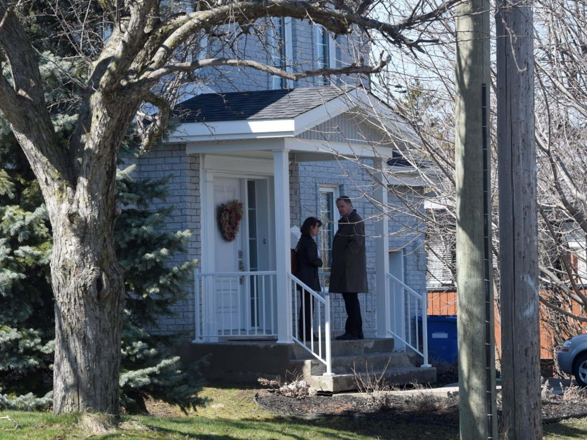 RYAN REMIORZ / THE CANADIAN PRESS FILES</p><p>Media gather at Karla Homolka&rsquo;s house in Chateauguay, Que.</p>