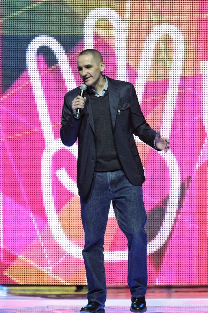 MLA Kevin Chief performs. (Mike Deal / Winnipeg Free Press)