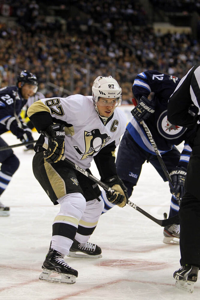 Sidney Crosby after a faceoff Friday against the Jets.  (Boris Minkevich / Winnipeg Free Press)