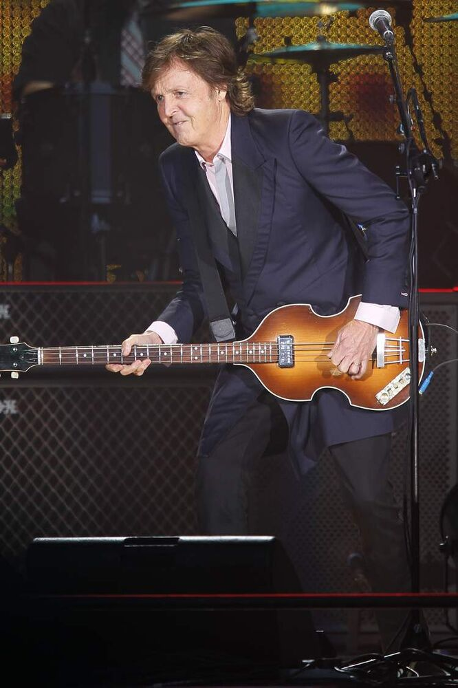 Paul McCartney gets into it. (John Woods / Winnipeg Free Press)