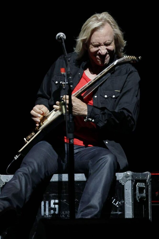 Joe Walsh delivers one of his signature riffs. (John Woods / Winnipeg Free Press)