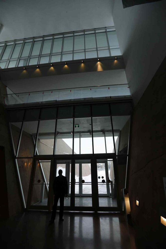 The public's first impression on the main floor is one of darkness, but the museum gets brighter and more hopeful as a visitor ascends. (KEN GIGLIOTTI / WINNIPEG FREE PRESS)