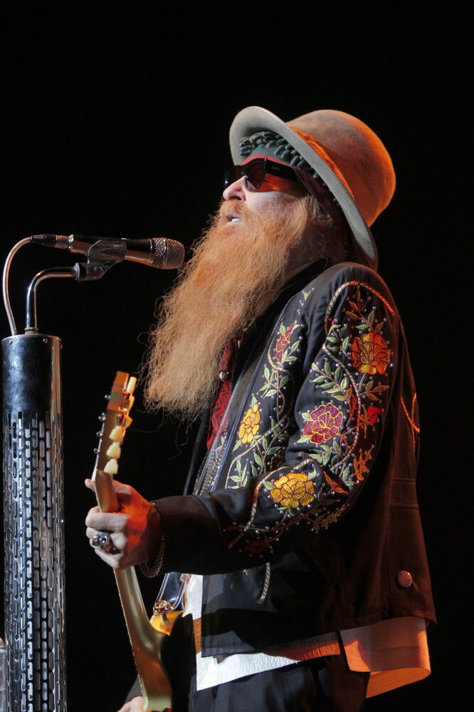 Billy Gibbons crooning some tunes.