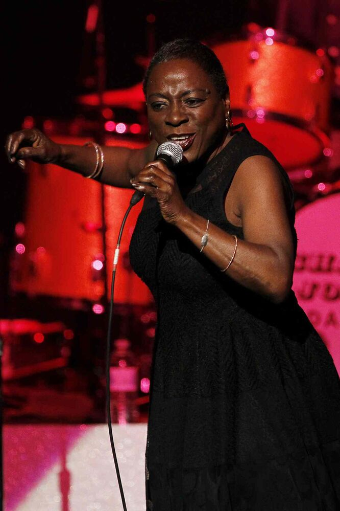 Sharon Jones and The Dap-Kings perform at the Burton Cummings Theatre.  (John Woods / Winnipeg Free Press)