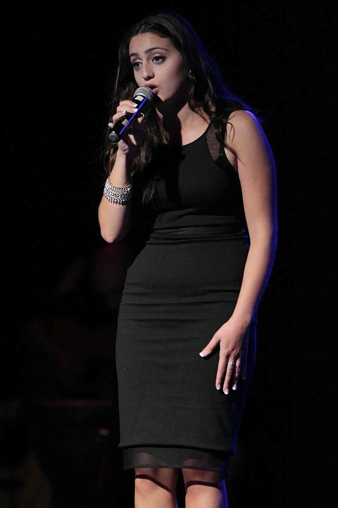 A singer performs at the Italian pavilion. (John Woods / Winnipeg Free Press)