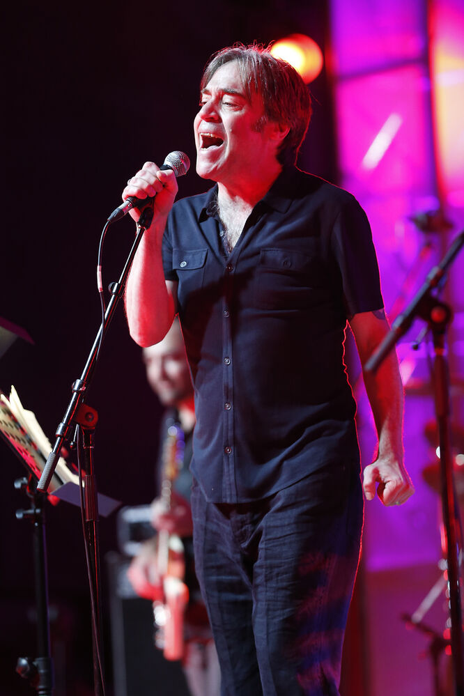 Brad Roberts of the Crash Test Dummies performs during Manitoba Night at the Canada Summer Games Festival at The Forks Monday.  - JOHN WOODS / WINNIPEG FREE PRESS