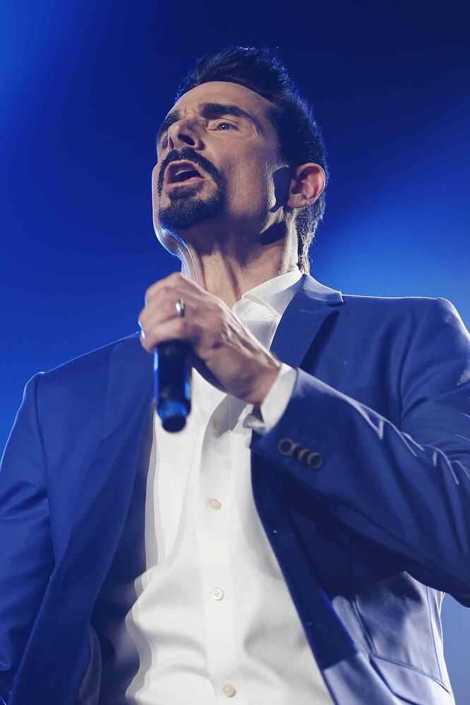 It was like old times when the Backstreet Boys performed at the MTS Centre Sunday night. (John Woods / Winnipeg Free Press)