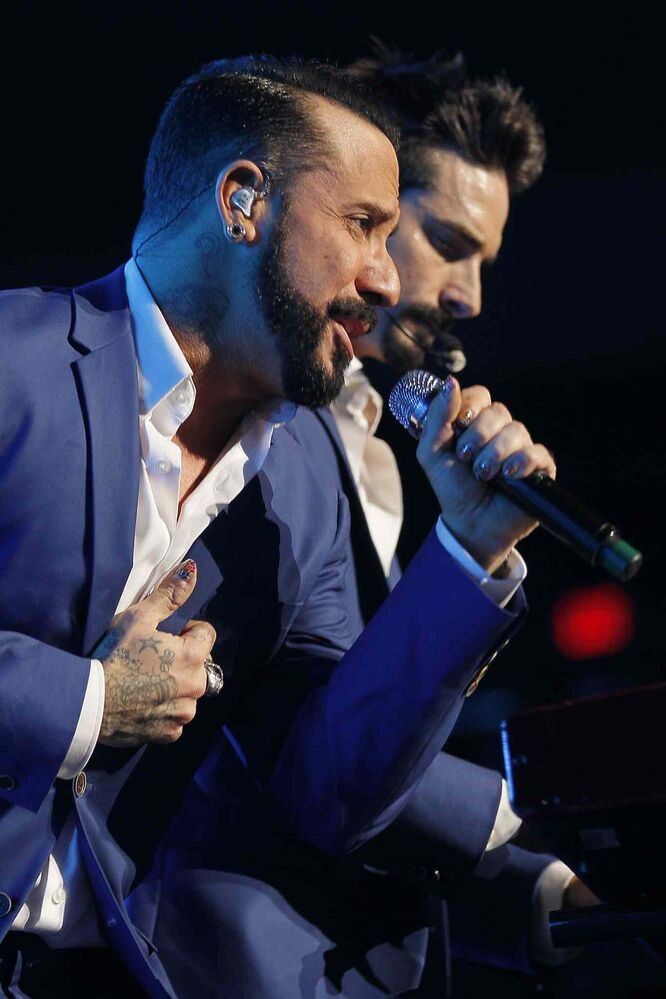 The Backstreet Boys sang some of their trademark harmonies at the MTS Centre Sunday night. (John Woods / Winnipeg Free Press)