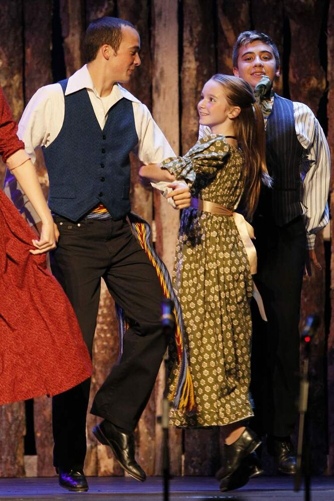 Performers take to the stage in the Pavillon canadien-francaise.  (JOHN WOODS / WINNIPEG FREE PRESS)