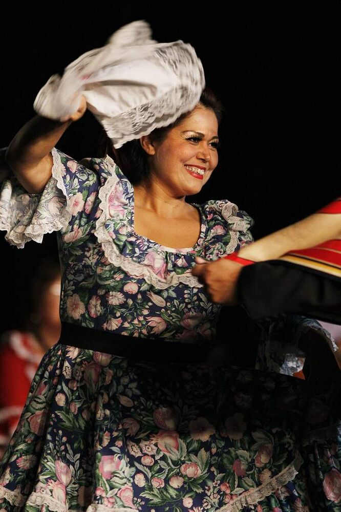 A dancer performs in the Chilean pavilion during the second week of Folklorama.  (JOHN WOODS / WINNIPEG FREE PRESS)
