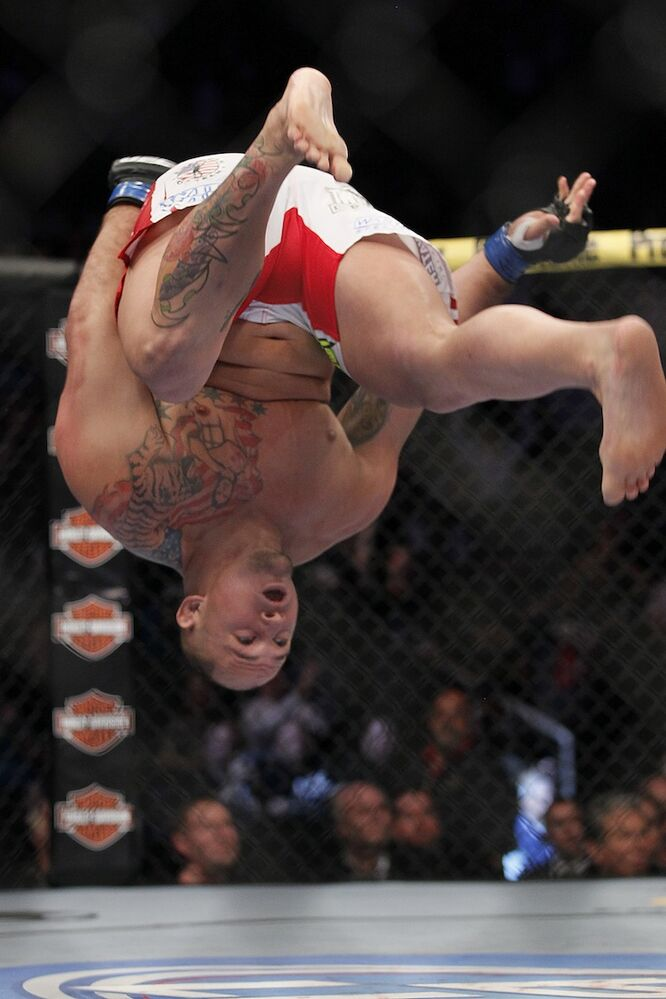 Heavyweight Shawn Jordan does a backflip after defeating Pat Barry. (John Woods / The Canadian Press)