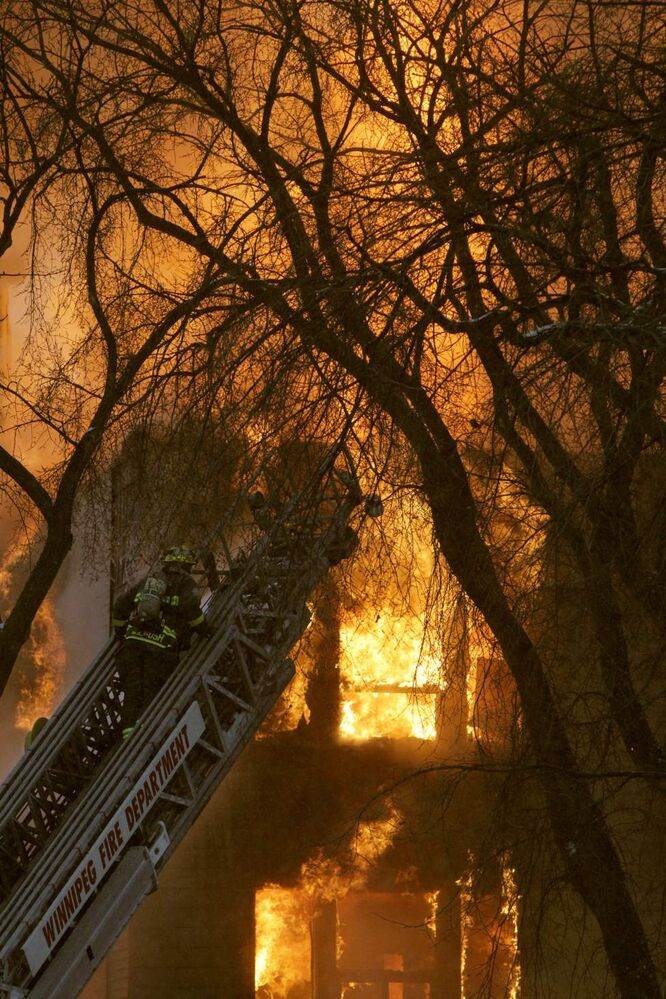 A fire completely engulfs the apartment block at 577 Sherbrook Avenue, leaving dozens of people homeless. The fire started around 6:00 a.m. according to witnesses on the scene. By 8:00 a.m. the building was fully involved. Saturday, January 14, 2012. (MIKE DEAL / WINNIPEG FREE PRESS)