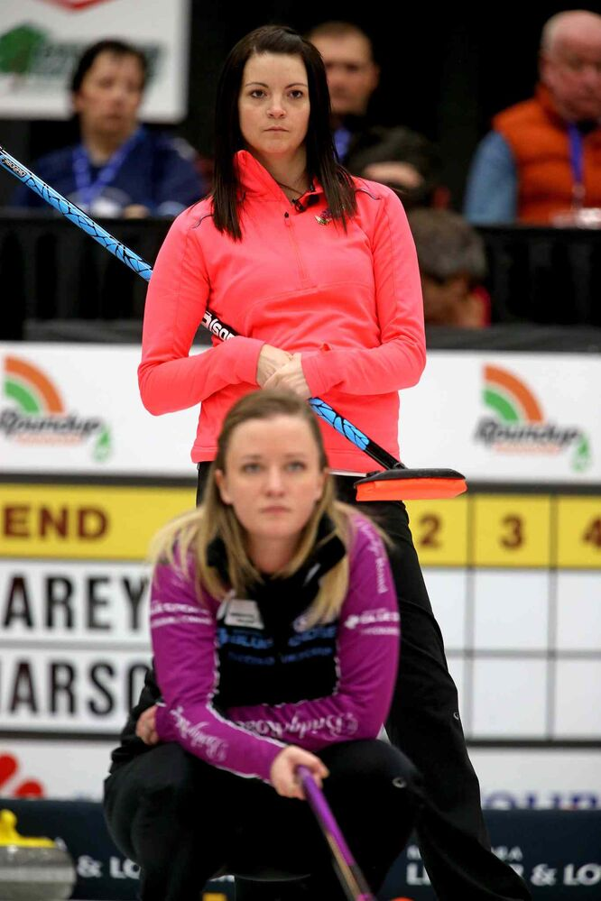 Kerri Einarson looks on as Chelsea Carey watches her sweepers early in the final. (TREVOR HAGAN/WINNIPEG FREE PRESS)