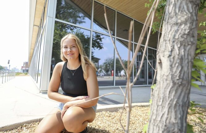 Catherine Goltz is pursuing a master's degree at Wilfrid Laurier University to further her understanding of how climate change affects toxic algae blooms in lakes. (Ruth Bonneville / Winnipeg Free Press)